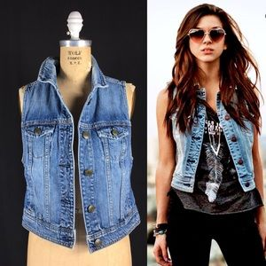 AEO Distressed Vintage Denim Classic Vest Medium